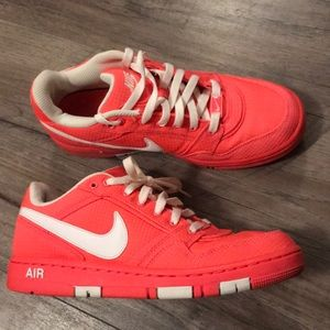 Womens Nike Air Athletic Casual Shoes . Size 8.5.